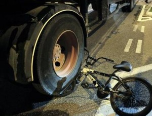 lorry reverses over cyclist