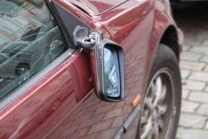 driver-injured-by-wing-mirror